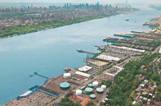 A view of the former Hess property in Edgewater, looking toward Manhattan. (EnviroFinance Group)